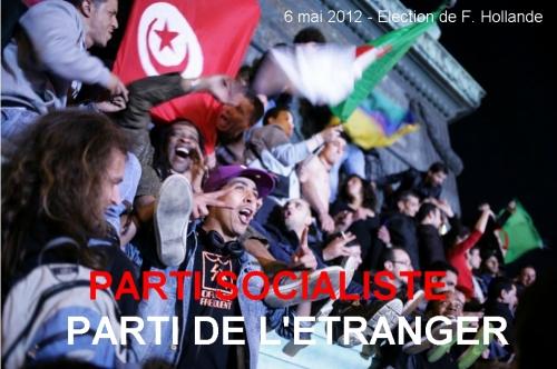 Hollande-drapeaux-algeriens.jpg